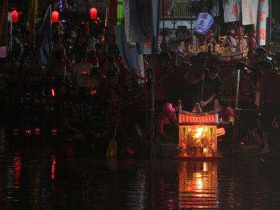 宜蘭百年中元慶點 遶境放水燈