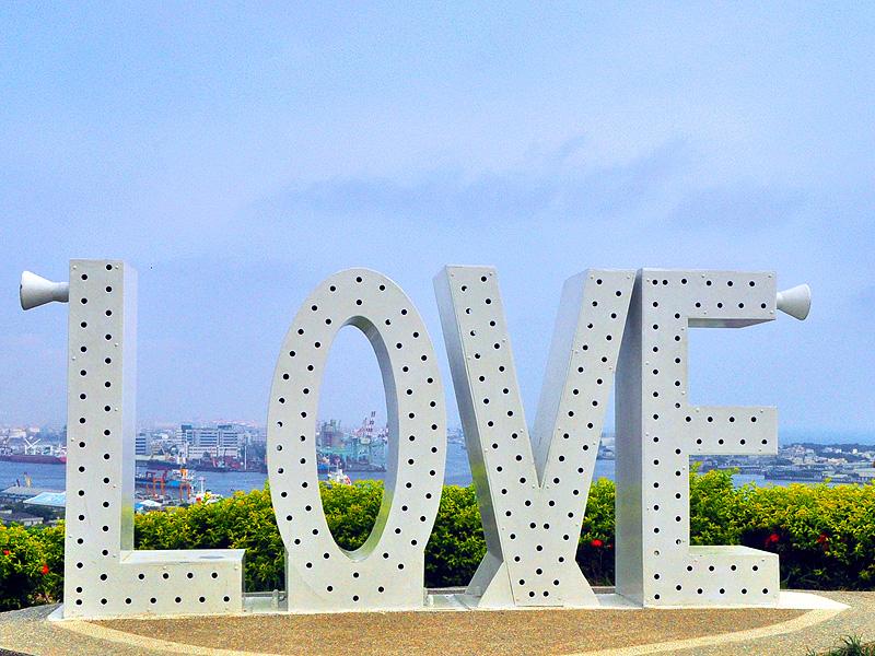 【景點】情侶必去 高雄壽山忠烈祠LOVE觀景台