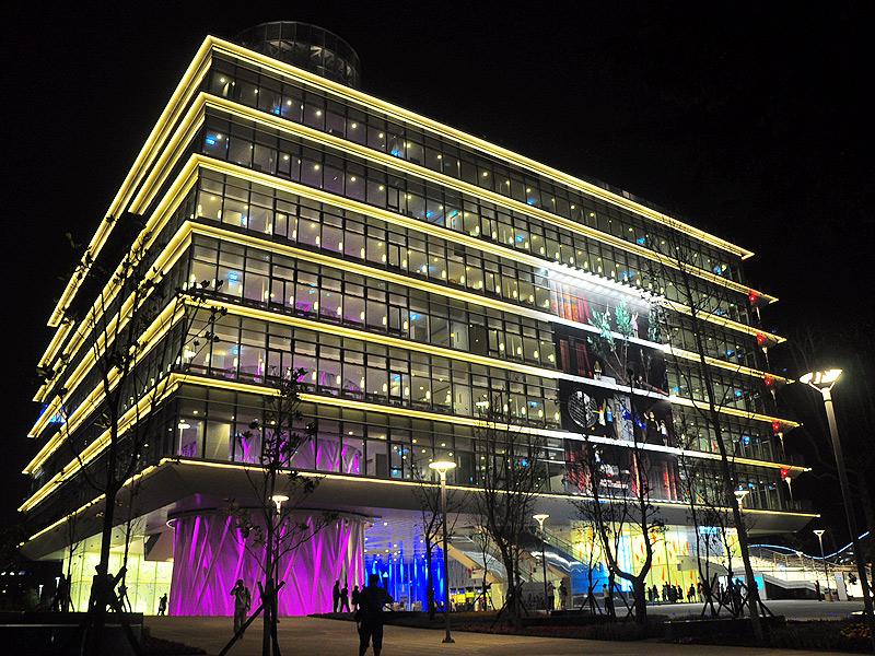 【景點】六項第一 高雄市立圖書館新總館