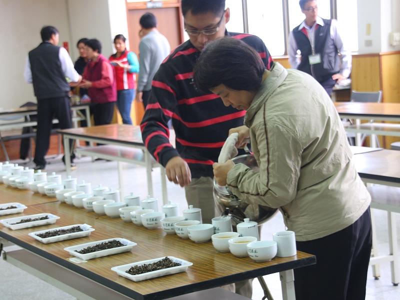 【產業】東方美人茶經過嚴格評審之後分出等級