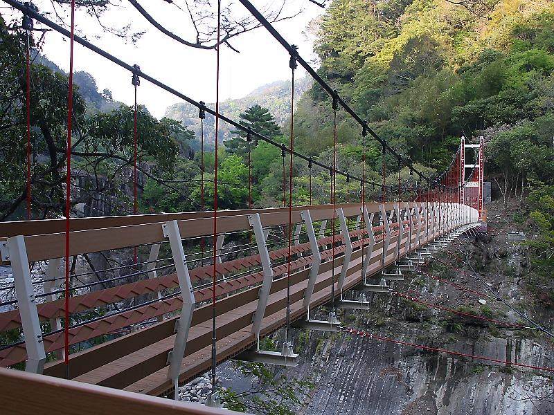 【景點】尖石鄉秀巒村的軍艦岩吊橋